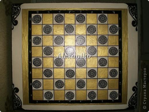Шахматный столик в технике декупаж. Это вид столика сверху. фото 1