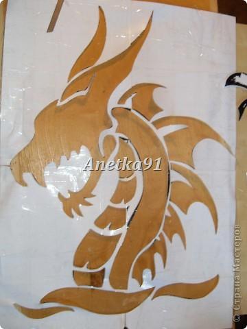 Вот такого дракона мы нарисовали на дверях. фото 5
