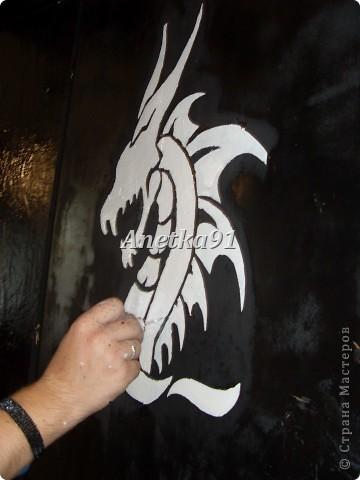 Вот такого дракона мы нарисовали на дверях. фото 6