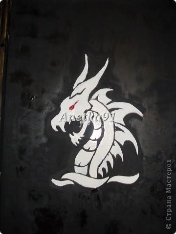 Вот такого дракона мы нарисовали на дверях. фото 1