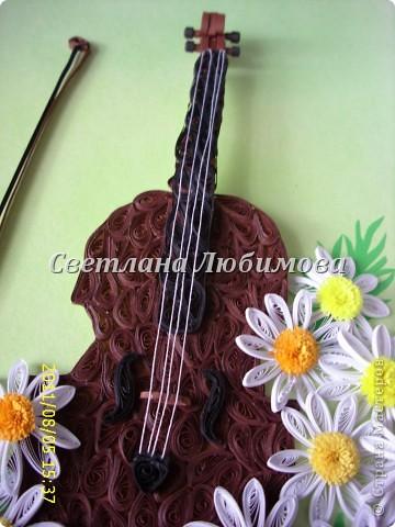 """Идею для создания картины позаимствовала у Незнакомой. Правда она скрипку сделала из папье-маше, а я в технике """"квиллинг"""" из полос 1.5 мм шириной. Ромашки сделала как у Ольги К., ширина полос тоже 1.5мм. фото 3"""