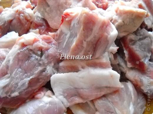 Домляма или овощное рагу в собственном соку. Домляма - диетическое блюдо, содержит полный набор полезных продуктов. Воду и масло не подливаем. Вкус отменный, ароматы во время приготовления способствуют отличному выделению желудочного сока. Это блюдо оценят по достоинству те, кто не любит стоять у плиты. Все овощи нарезали, заложили в кастрюлю, обязательно накрыть крышкой и пусть себе томятся на тихом огне. При копировании статьи, целиком или частично, пожалуйста, указывайте активную ссылку на источник! http://stranamasterov.ru/user/9321 http://stranamasterov.ru/node/225037 фото 10