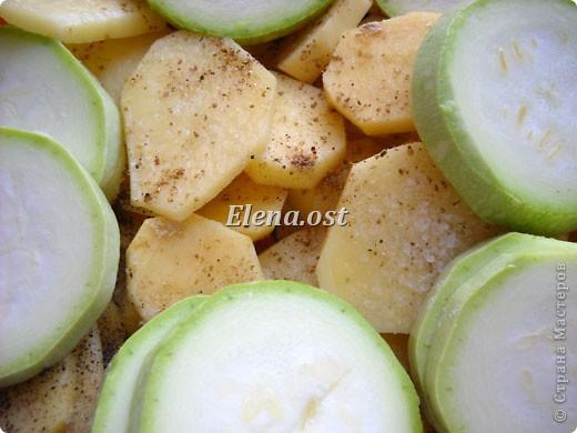 Домляма или овощное рагу в собственном соку. Домляма - диетическое блюдо, содержит полный набор полезных продуктов. Воду и масло не подливаем. Вкус отменный, ароматы во время приготовления способствуют отличному выделению желудочного сока. Это блюдо оценят по достоинству те, кто не любит стоять у плиты. Все овощи нарезали, заложили в кастрюлю, обязательно накрыть крышкой и пусть себе томятся на тихом огне. При копировании статьи, целиком или частично, пожалуйста, указывайте активную ссылку на источник! http://stranamasterov.ru/user/9321 http://stranamasterov.ru/node/225037 фото 17