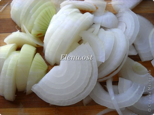 Домляма или овощное рагу в собственном соку. Домляма - диетическое блюдо, содержит полный набор полезных продуктов. Воду и масло не подливаем. Вкус отменный, ароматы во время приготовления способствуют отличному выделению желудочного сока. Это блюдо оценят по достоинству те, кто не любит стоять у плиты. Все овощи нарезали, заложили в кастрюлю, обязательно накрыть крышкой и пусть себе томятся на тихом огне. При копировании статьи, целиком или частично, пожалуйста, указывайте активную ссылку на источник! http://stranamasterov.ru/user/9321 http://stranamasterov.ru/node/225037 фото 7