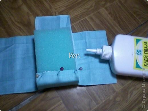 Из обычной губки для мытья посуды можно изготовить вот такую рамочку для фото или любимой картинки. фото 5