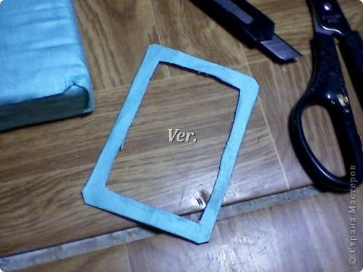 Из обычной губки для мытья посуды можно изготовить вот такую рамочку для фото или любимой картинки. фото 7