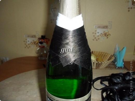 Вот такие свадебные бутылочки можно сделать тем, кто как и я не очень  дружит с шитьем. Все просто, Итак: фото 3