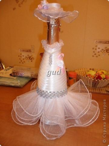 Вот такие свадебные бутылочки можно сделать тем, кто как и я не очень  дружит с шитьем. Все просто, Итак: фото 18