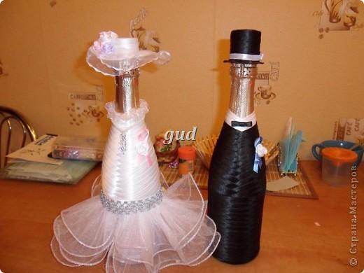 Вот такие свадебные бутылочки можно сделать тем, кто как и я не очень  дружит с шитьем. Все просто, Итак: фото 19