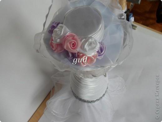 Вот такие свадебные бутылочки можно сделать тем, кто как и я не очень  дружит с шитьем. Все просто, Итак: фото 20