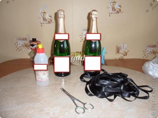 Вот такие свадебные бутылочки можно сделать тем, кто как и я не очень  дружит с шитьем. Все просто, Итак: фото 2