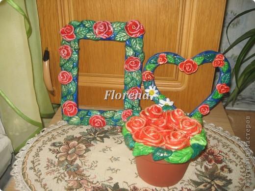 На рамочке для фото распустились розы. фото 2
