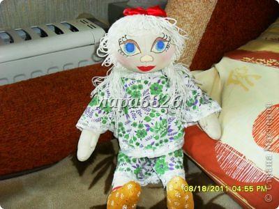 Всем приветик!!!Это моя самая первая кукла и первый опыт по пошиву.Все шьют кукол,  а я только любовалась и восхищалась уменью мастериц,Вот и я решилась,достала залезавший клочок из бабушкиного сундука  и принялась за работу.Что вышло судить Вам!!! фото 2