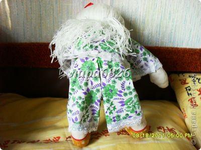 Всем приветик!!!Это моя самая первая кукла и первый опыт по пошиву.Все шьют кукол,  а я только любовалась и восхищалась уменью мастериц,Вот и я решилась,достала залезавший клочок из бабушкиного сундука  и принялась за работу.Что вышло судить Вам!!! фото 6