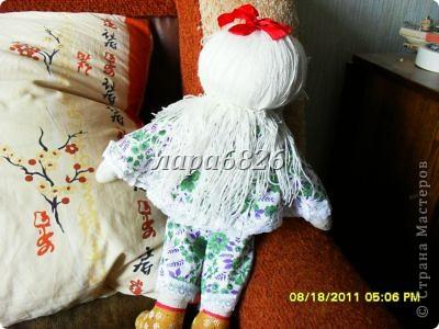 Всем приветик!!!Это моя самая первая кукла и первый опыт по пошиву.Все шьют кукол,  а я только любовалась и восхищалась уменью мастериц,Вот и я решилась,достала залезавший клочок из бабушкиного сундука  и принялась за работу.Что вышло судить Вам!!! фото 11
