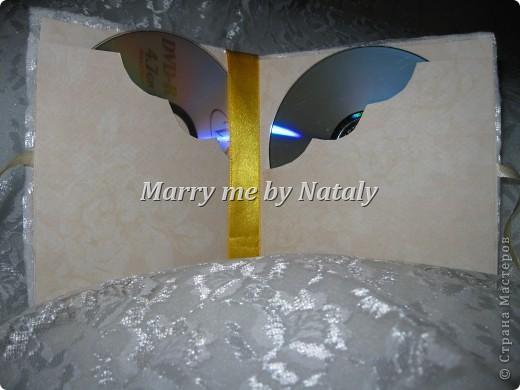 Здравствуйте, уважаемые мастерицы! Продолжаю пополнять набор для свадьбы подруги.  Обложка для дисков со свадебным видео, первый опыт, хочется верить-удачный. фото 3