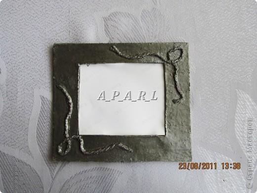 Вот как выглядит рамка, сделанная из бумаги и шерстяных ниток фото 1