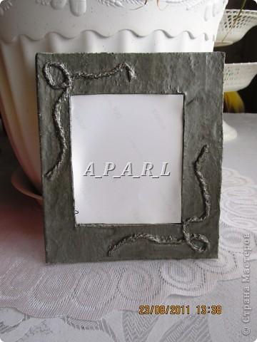 Вот как выглядит рамка, сделанная из бумаги и шерстяных ниток фото 2