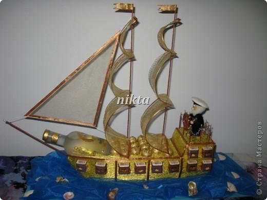 Ну чтож, моя флотилия все увеличивается. Это подарок от дочери папе-бывшему моряку. Длина корабля 66 см, высота 55, подставка 75 см. фото 1