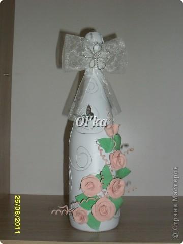 Эта бутылочка сделана специально в подарок на День рождения моей мамочке.  Но, как вариант, она может быть и свадебной.