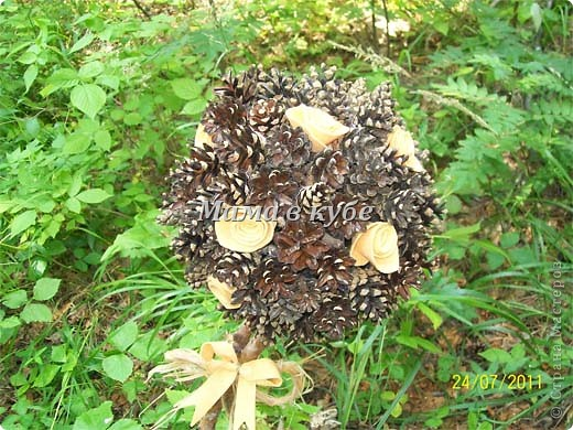 Дерево из шишек и салфеток фото 2
