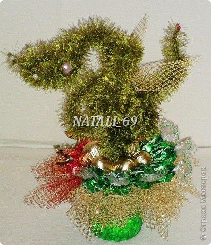 Вот такая Новогодняя елочка у меня получилась. Вообще-то у драконов только одна голова. У этого целых три :) Значит - это Змей Горыныч, из русских сказок. фото 1
