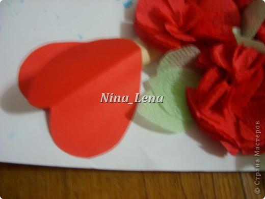 Сначала рисуем карандашом сердечки и такой узор внизу справа, потом брызгаем кисточкой с краской на ватман фото 3