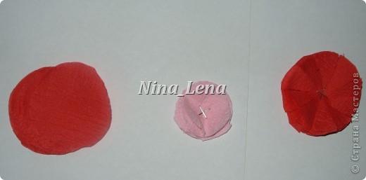Сначала рисуем карандашом сердечки и такой узор внизу справа, потом брызгаем кисточкой с краской на ватман фото 5