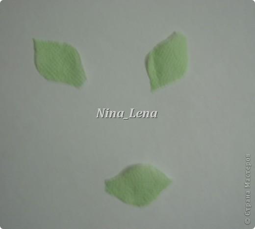 Сначала рисуем карандашом сердечки и такой узор внизу справа, потом брызгаем кисточкой с краской на ватман фото 6