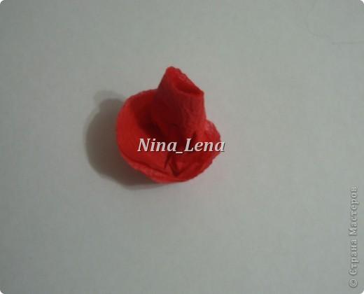 Сначала рисуем карандашом сердечки и такой узор внизу справа, потом брызгаем кисточкой с краской на ватман фото 7