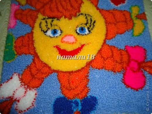 Здравствуйте ВСЕ мастерицы.Вот ездила на выходные к своей крестной.Вот такую красоту она творит.Эти все картины сделаны из  пряжи для вязания.Техника называется- Punch Needle ковровая техника вышивания (ковровая вышивка, махровая вышивка, техника продергивания, вышивка петлей, техника нетканого гобелена) . ЦЫПЛЕНОК (30Х35) фото 5
