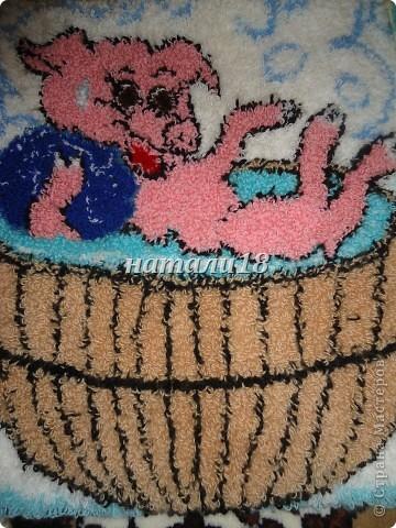 Здравствуйте ВСЕ мастерицы.Вот ездила на выходные к своей крестной.Вот такую красоту она творит.Эти все картины сделаны из  пряжи для вязания.Техника называется- Punch Needle ковровая техника вышивания (ковровая вышивка, махровая вышивка, техника продергивания, вышивка петлей, техника нетканого гобелена) . ЦЫПЛЕНОК (30Х35) фото 16
