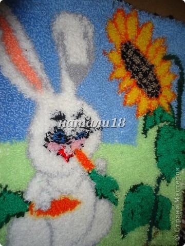 Здравствуйте ВСЕ мастерицы.Вот ездила на выходные к своей крестной.Вот такую красоту она творит.Эти все картины сделаны из  пряжи для вязания.Техника называется- Punch Needle ковровая техника вышивания (ковровая вышивка, махровая вышивка, техника продергивания, вышивка петлей, техника нетканого гобелена) . ЦЫПЛЕНОК (30Х35) фото 18