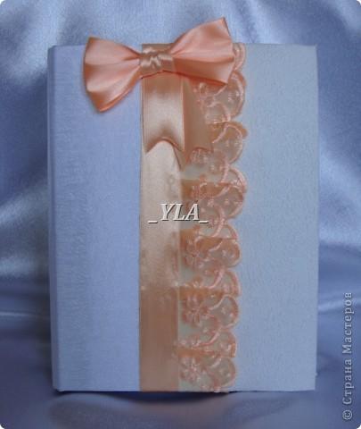 """Скоро свадьба любимой подруги!!!  Вот такой наборчик смастерила я для нее. Сундучок и книгу я уже делала для сестренки, но в другом цвете. Невеста выбрала персиковый и белый цвет, и """"модель"""" менять не стали. Выношу на ваш суд сие творение. фото 5"""