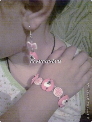 Заказали мне на днях сделать сережки и браслетик для девочки, условие - розовые котики! фото 5
