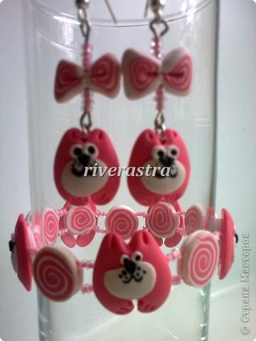 Заказали мне на днях сделать сережки и браслетик для девочки, условие - розовые котики! фото 4