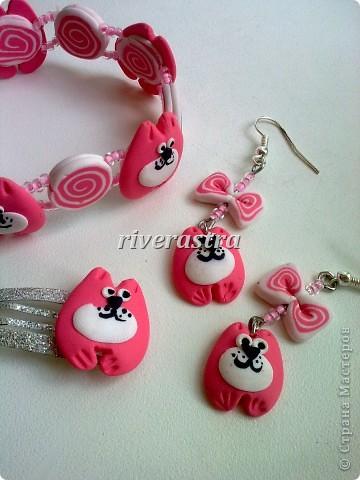 Заказали мне на днях сделать сережки и браслетик для девочки, условие - розовые котики! фото 1