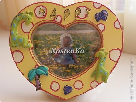 Когда-то это были мои детские часы, но они сломались... При помощи объемных красок и цветного клея они преобразились в фоторамку. фото 1