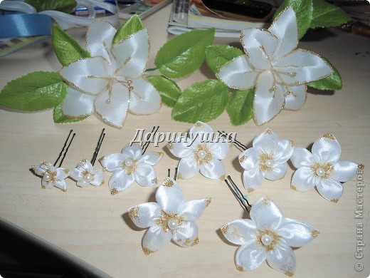 Огромнейшее спасибо Светлане СТАРР за МК по изготовлению лилии. Так он мне пригодился, когда невеста не смогла найти подходящих к платью украшений. фото 1