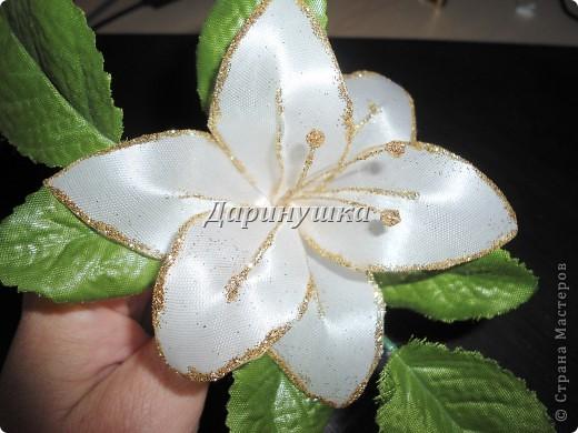 Огромнейшее спасибо Светлане СТАРР за МК по изготовлению лилии. Так он мне пригодился, когда невеста не смогла найти подходящих к платью украшений. фото 2