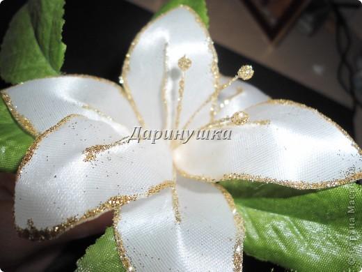 Огромнейшее спасибо Светлане СТАРР за МК по изготовлению лилии. Так он мне пригодился, когда невеста не смогла найти подходящих к платью украшений. фото 3