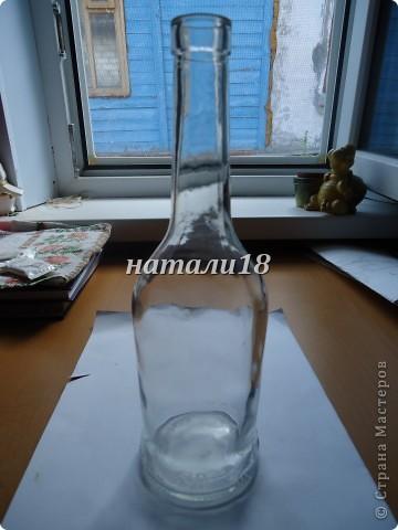 Если,кто помнит, мои стаканчики с кувшином http://stranamasterov.ru/node/237617 .Так вот,я решила на д/р украсить бутылку.Вот,что у меня получилось.Это салфеточки для будущей моей бутылки.Вырываем мотив и убираем верхние слои. фото 2
