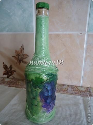 Если,кто помнит, мои стаканчики с кувшином http://stranamasterov.ru/node/237617 .Так вот,я решила на д/р украсить бутылку.Вот,что у меня получилось.Это салфеточки для будущей моей бутылки.Вырываем мотив и убираем верхние слои. фото 10