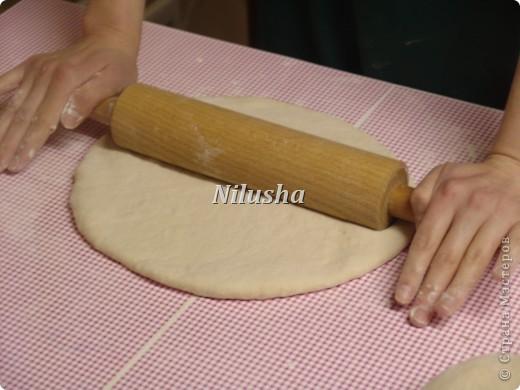 Здраствуйте дорогие Мастера Страны!Хочу показать вам МК как делать знаменитые лепешки хлебного города Самарканда.Такие лепешки у нас делают в основном на свадьбы и праздники.Очень красивые и вкусные!Я научилась их делать у одного знакомого,у которого целая семья делают такие лепешки и продают на базарах.А рецепт и техника приготовления этих лепешек переходило из поколения в поколение. фото 5