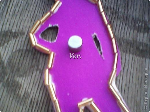 Вот такой скромненький магнитик можно сделать из картона. фото 7