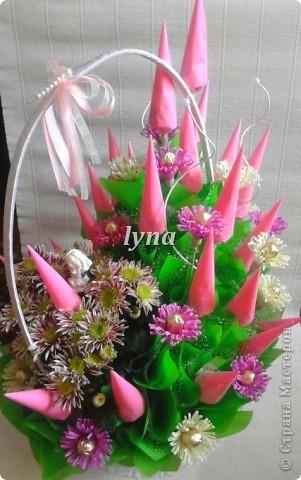 Свадебная корзинка с живыми хризантемами. фото 3