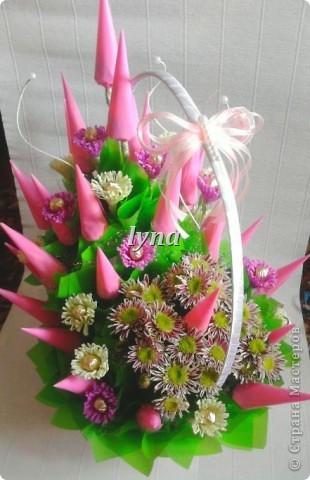 Свадебная корзинка с живыми хризантемами. фото 5