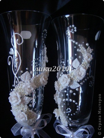 Захотелось сваять бокалы в чисто белом цвете. Получилось очень нежно и торжественно. фото 2