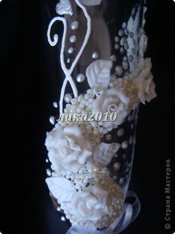 Захотелось сваять бокалы в чисто белом цвете. Получилось очень нежно и торжественно. фото 3