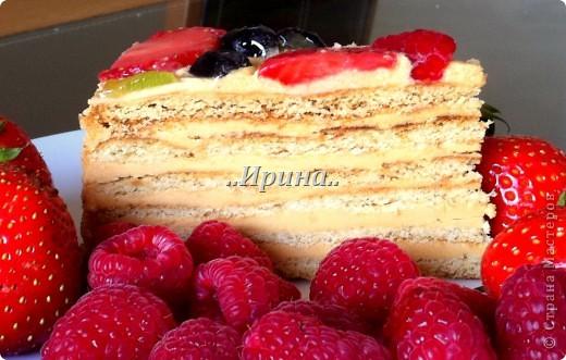 медовый торт, ягоды покрыты холодным гелем для декорирования фото 3